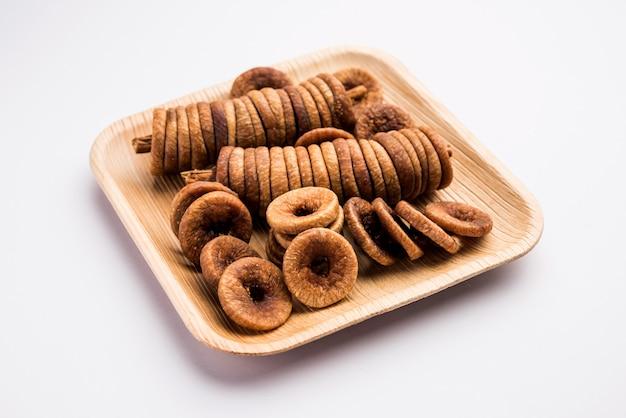 Suszone figi lub owoce anjeer z indii to zdrowa i odżywcza żywność