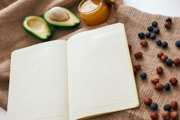 Suszone jagody awokado i miód jesteśmy gotowi napisać nowy zdrowy przepis