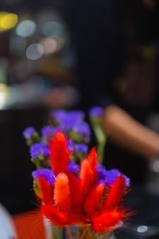 Suszony kolorowy kwiat do celów doceracji z bliska.