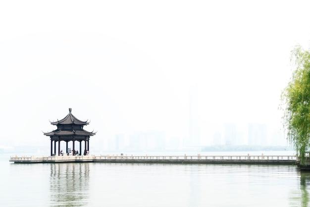 Suzhou jinji lake starożytny pawilon i długi most