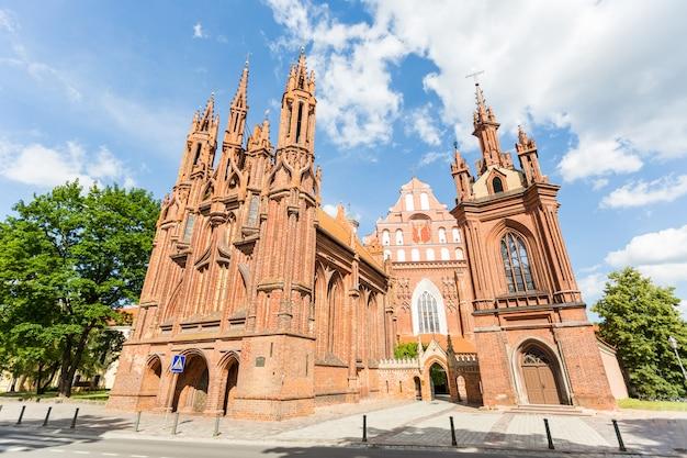 Św. anny i św. franciszka z kościołów w asyżu w wilnie