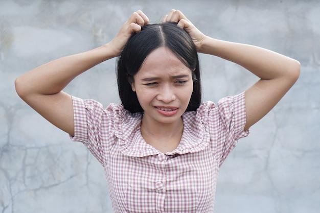 Swędząca skóra głowy kobiet