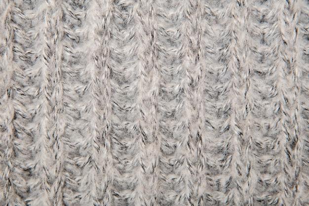 Sweter lub szalik z puszystej tkaniny z szarego melanżu