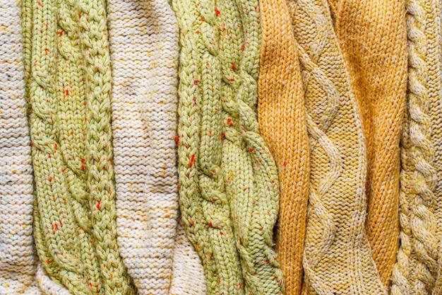 Swetry z dzianiny w tle