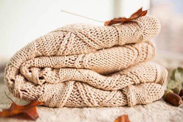 Swetry z dzianiny wełnianej