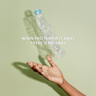 Świadomość zanieczyszczenia plastikiem, gdy wyrzucasz go, nie ma tekstu o wyrzuceniu