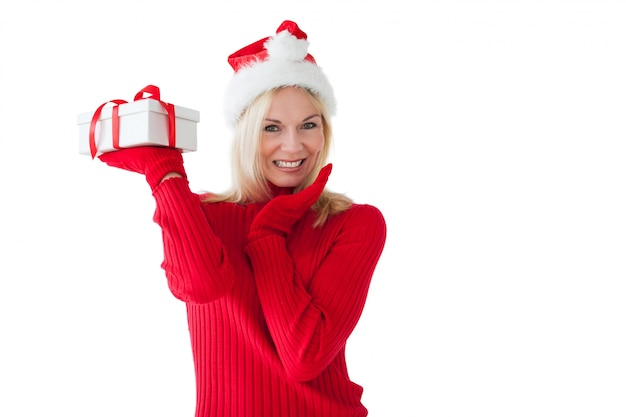 Świąteczna blondynka trzyma teraźniejszość
