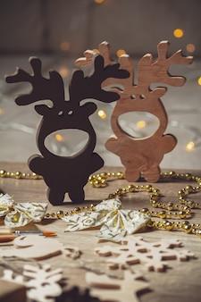 Świąteczna dekoracja drewniana, świąteczne jelenie i płatki śniegu
