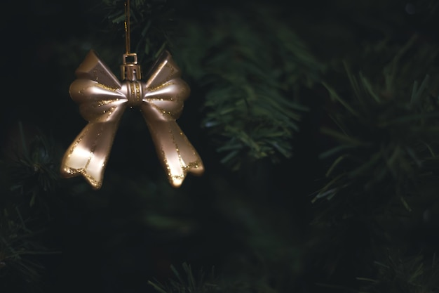 Świąteczna dekoracja na choince. noworoczna atmosfera.