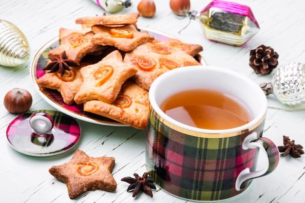 Świąteczna herbata z ciasteczkiem