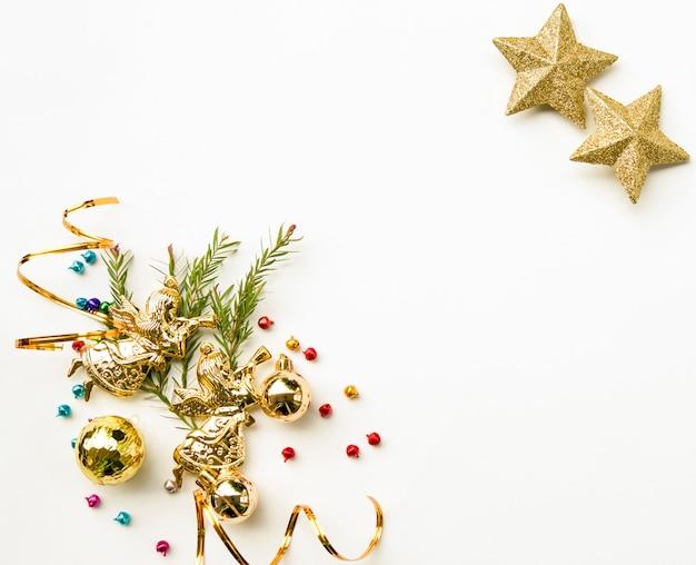Świąteczna i wesoła kompozycja noworoczna, świąteczne pudełka prezentowe