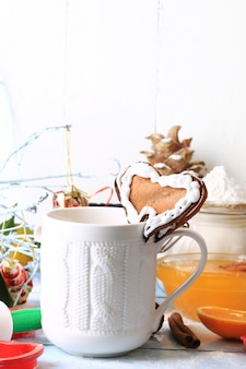 Świąteczna kawa z imbirowymi ciasteczkami serce domowe ciasta