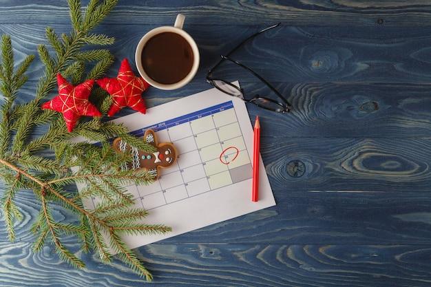 Świąteczna kawa z świątecznych dekoracji