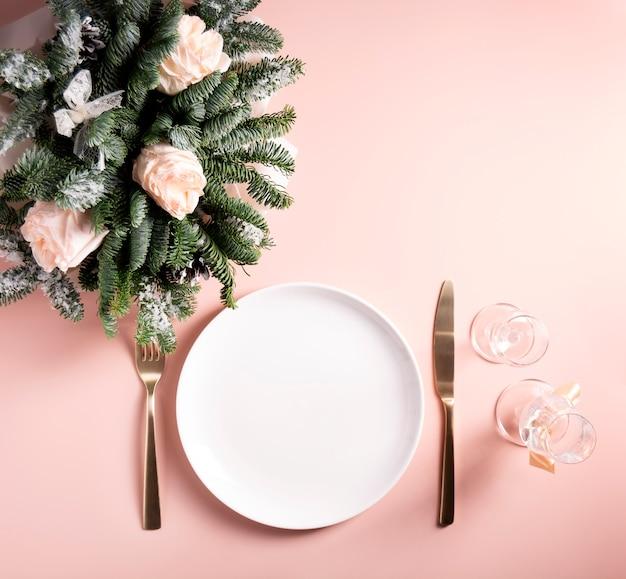 Świąteczna koncepcja nakrycia stołu