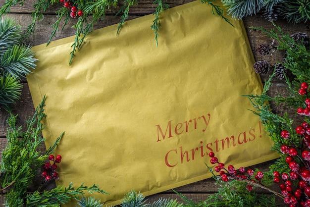 Świąteczna paczka lub list w kopercie vintage