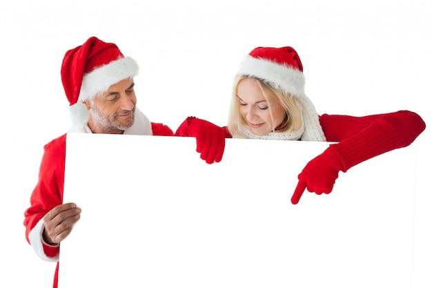 Świąteczna para wskazuje wielka biel karta