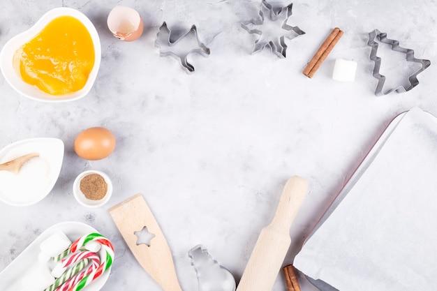 Świąteczna piekarnia. składniki do wypieku domowego piernika. widok z góry