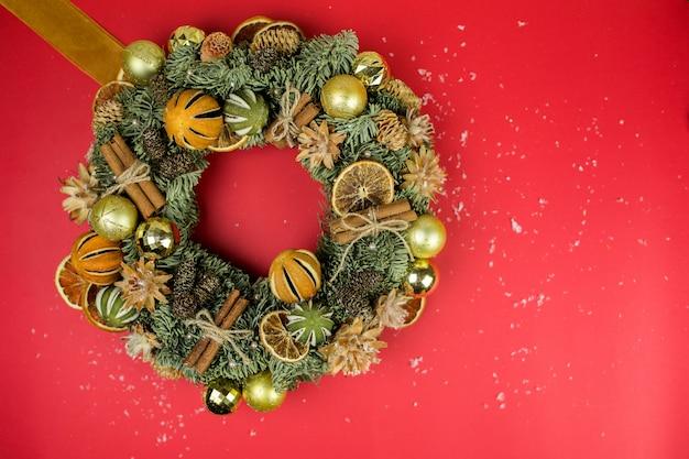 Świąteczna powierzchnia świąteczna z imbirowymi ciasteczkami