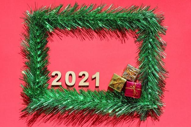 Świąteczna ramka wykonana z zielonego świecidełka
