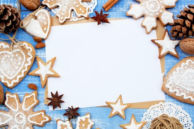 Świąteczna ramka z piernikowych szyszek i cynamonu