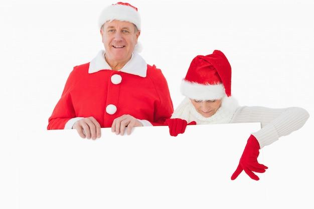 Świąteczna stara para uśmiecha się plakat i trzyma