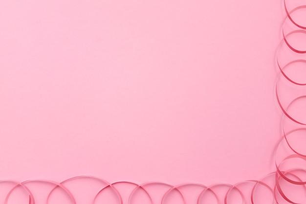 Świąteczna wstążka na różowym tle
