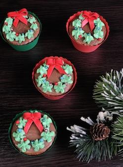 Świąteczne babeczki w formie świątecznego wieńca