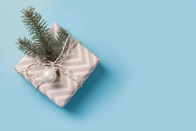 Świąteczne białe pudełko ozdobne