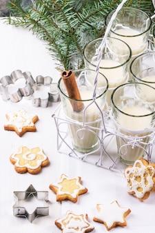 Świąteczne ciasteczka i koktajl