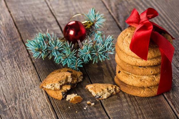 Świąteczne ciasteczka maślane z rodzynkami
