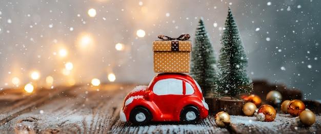 Świąteczne dekoracje i zabawki