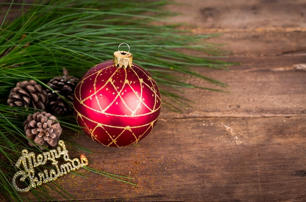 Świąteczne dekoracje na drewnianym tle