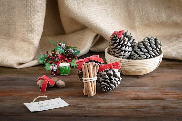 Świąteczne dekoracje na worek z drewna i tkaniny