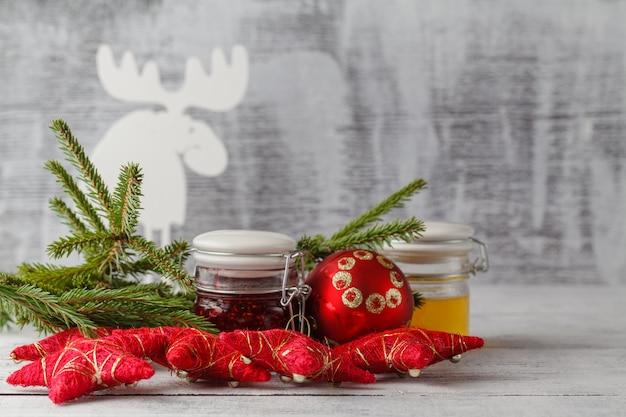 Świąteczne dekoracje z dżemem jagodowym