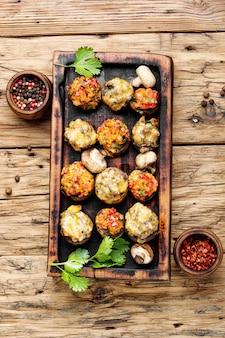 Świąteczne grzyby nadziewane warzywami