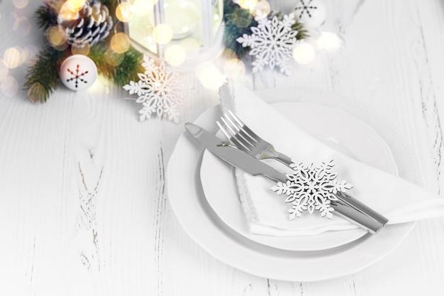 Świąteczne i noworoczne nakrycie stołu