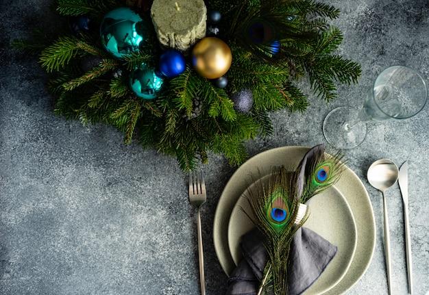 Świąteczne nakrycie stołu na świąteczny obiad