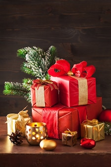 Świąteczne pudełko na prezent i lampka dekoracyjna