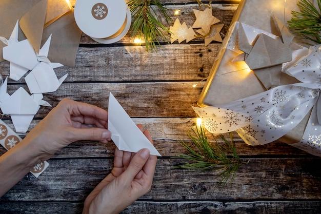 Świąteczne pudełko z papierowym bykiem origami. symbol 2021. instrukcja krok po kroku. widok płaski, widok z góry
