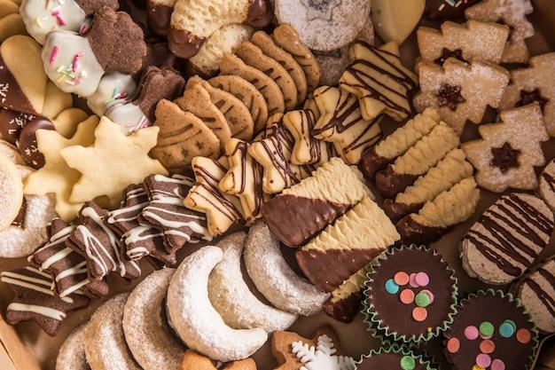 Świąteczne słodycze i ciasteczka z góry.