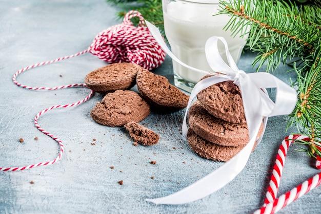 Świąteczne świąteczne mleko i ciasteczka