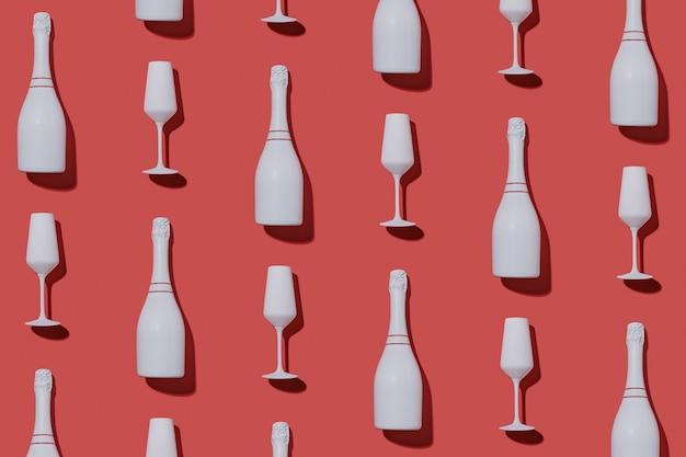 Świąteczne tło strony z butelkami szampana i fletami ułożonymi w naprzemienny płaski wzór świecki na czerwono na walentynki, romanse, noworoczne i świąteczne motywy