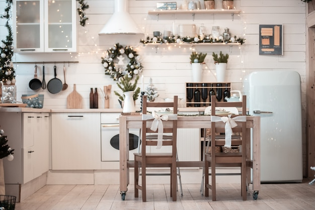 Świąteczne wnętrze kuchni.
