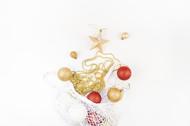 Świąteczne zabawki w ekologicznej siatkowej torbie na zakupy