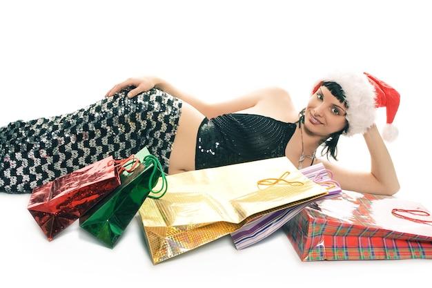 Świąteczne zakupy pani mikołajowa na białym tle