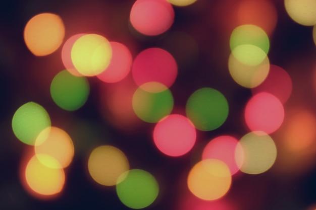 Świąteczny abstrakcyjny bokeh w odcieniach żółci i czerwieni