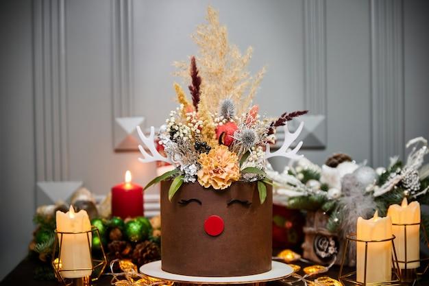 Świąteczny ciasto bananowe z ciastami waniliowymi serkiem i solonym karmelem