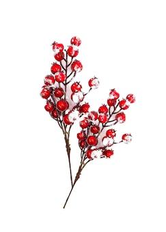 Świąteczny nowy rok lub boże narodzenie tło z jagodami czerwony holly roślin w śniegu.