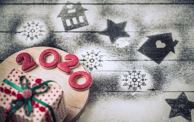 Świąteczny piernik na patyku, pojęcie gotowania.