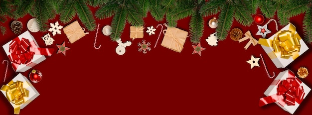Świąteczny poziomy baner płaski świecki ornament ozdoba z miejscem na kopię na czerwonym tle